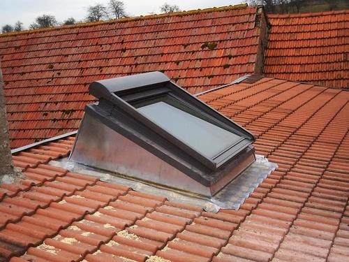 fen tre de toit velux sur costi re r alisations. Black Bedroom Furniture Sets. Home Design Ideas